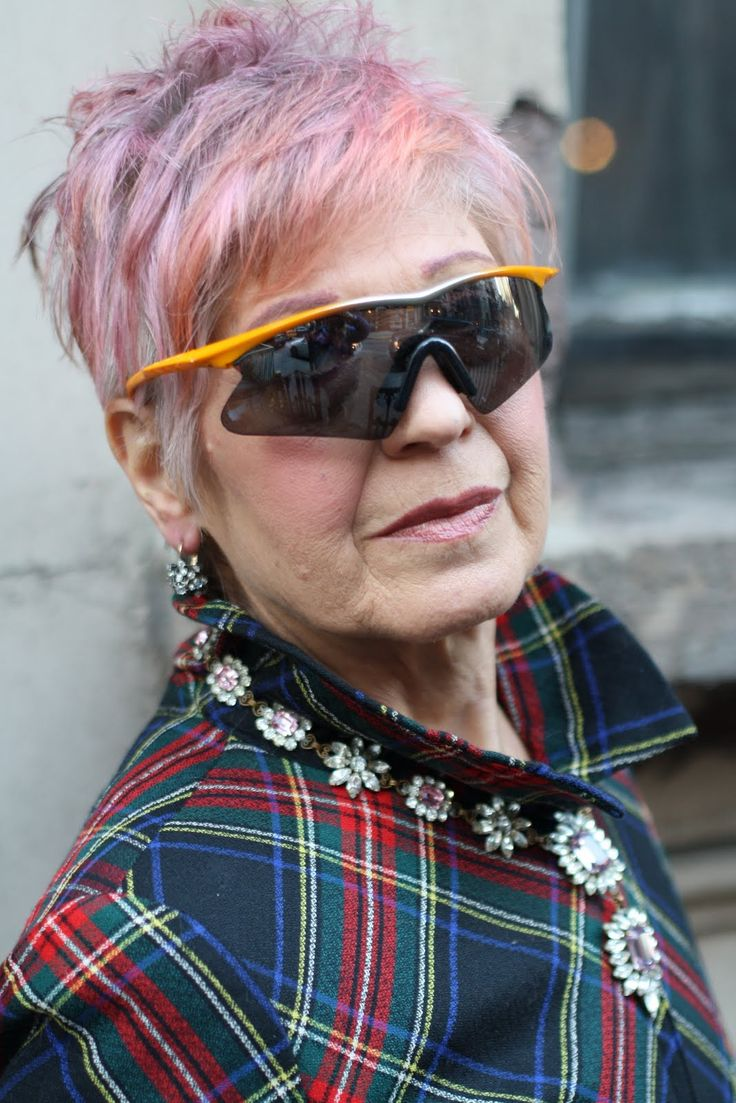 style is healing. advanced style Young at heart! Stylish Older Women, Advanced Style, Aged To Perfection, Young At Heart, Ageless Beauty, Aging Gracefully, Old Women, Lady, Divas