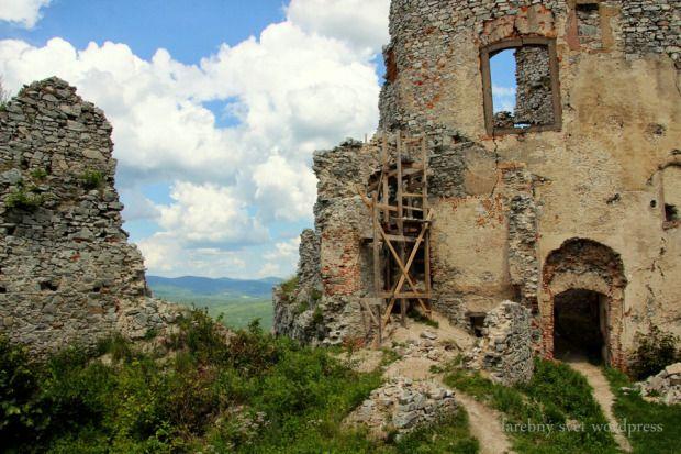 GÝMEŠ CASTLE ruins Jelenec