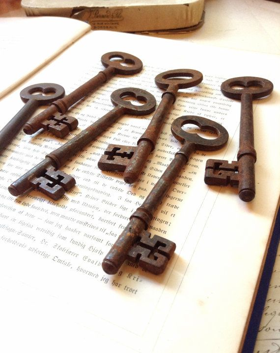 One (1) Large Rustic Antique Skeleton Key - Perfect for Rustic Vintage Farmhouse Decor and Altered Art Creations - Nice Rust and Patina