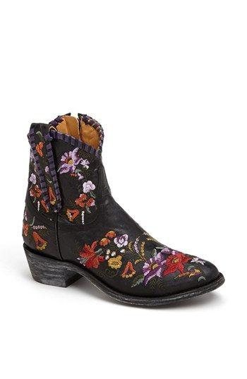 €511, Bottines en cuir à fleurs noires Old Gringo. De Nordstrom. Cliquez ici pour plus d'informations: https://lookastic.com/women/shop_items/75049/redirect
