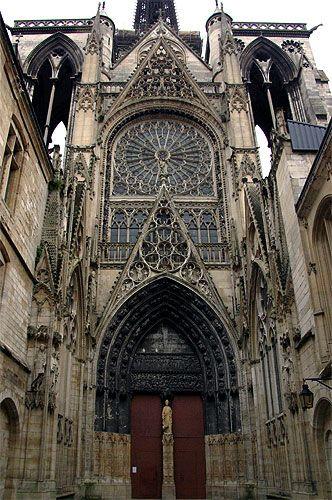 Cathédrale de Rouen : le transept nord et la Cour des Libraires .