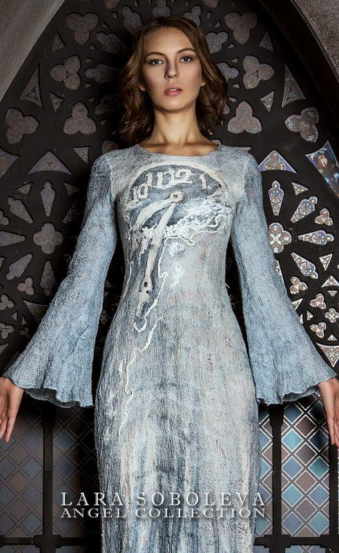 Тонкое валяное нуно-платье, декорированное ручной росписью по шелку