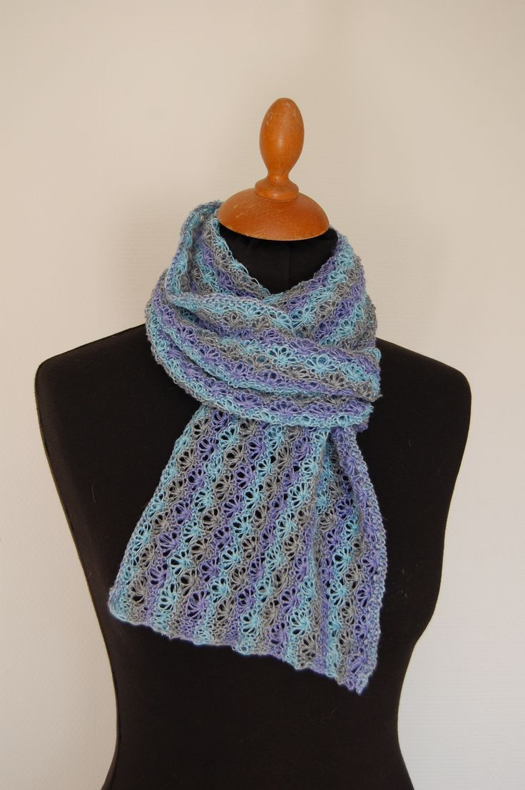 Blomstereng - tørklæde strikket i hør/bomuld