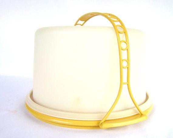 Vintage 1970's Tupperware Cake Carrier.