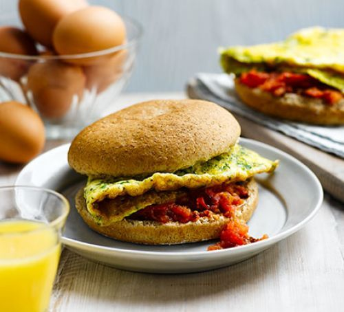 Egg & tomato baps, 323 cal