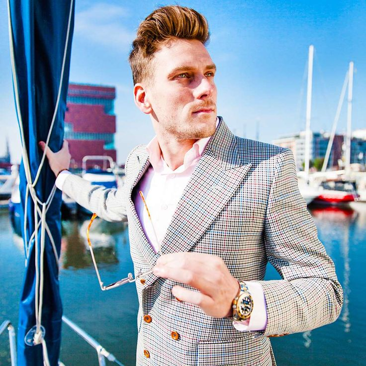 PIETER PETROS   || ANTWERP I || ANTWERP I of PIETER PETROS is made from a range of exquisite fabrics, starting with the bold, Royal-blue trousers that are made from 100% wool of Super 150s threads. This aspect gives it a lustrous finish. The fabric is very light but also strong, hence durable.