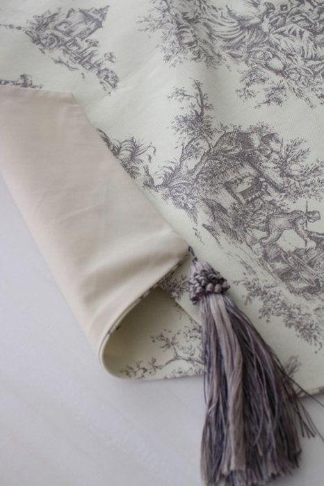 イギリスのトワルドジュイが素敵なテーブルランナー(ホワイト×グレー)イギリス生地テーブルセンター布製フレンチカントリーシャビーシックジュイ柄