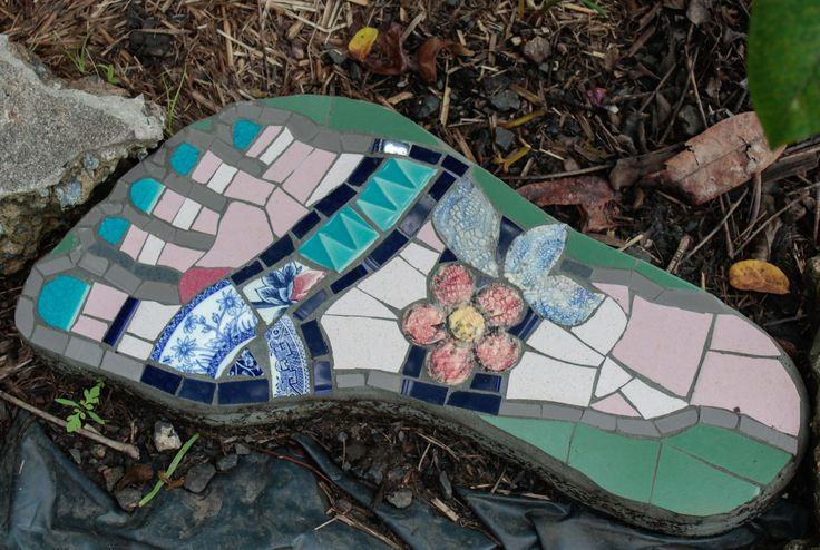 Worked this mosaic onto a commercial cement foot from a big hardware store.By MT.