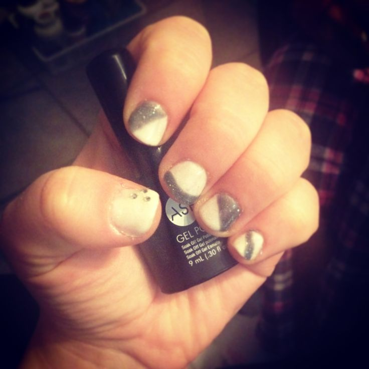 Grey and white gel nails. Dec 28, 2013.