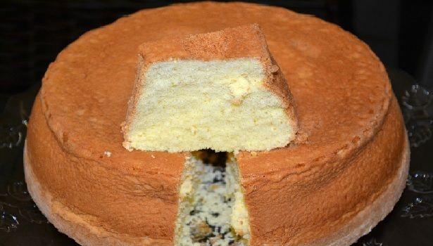 Se você quer um pão de ló que derrete na boca, experimente o Pão de Ló de Fécula de Batata. A fécula deixa a massa super leve e muito saborosa. Você não va