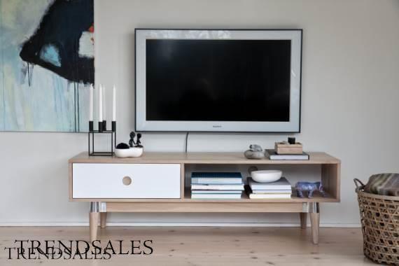 Tv bord - Acky tv møbel med 1 skuffe i mat hvid, ege finer og ben i massiv eg.