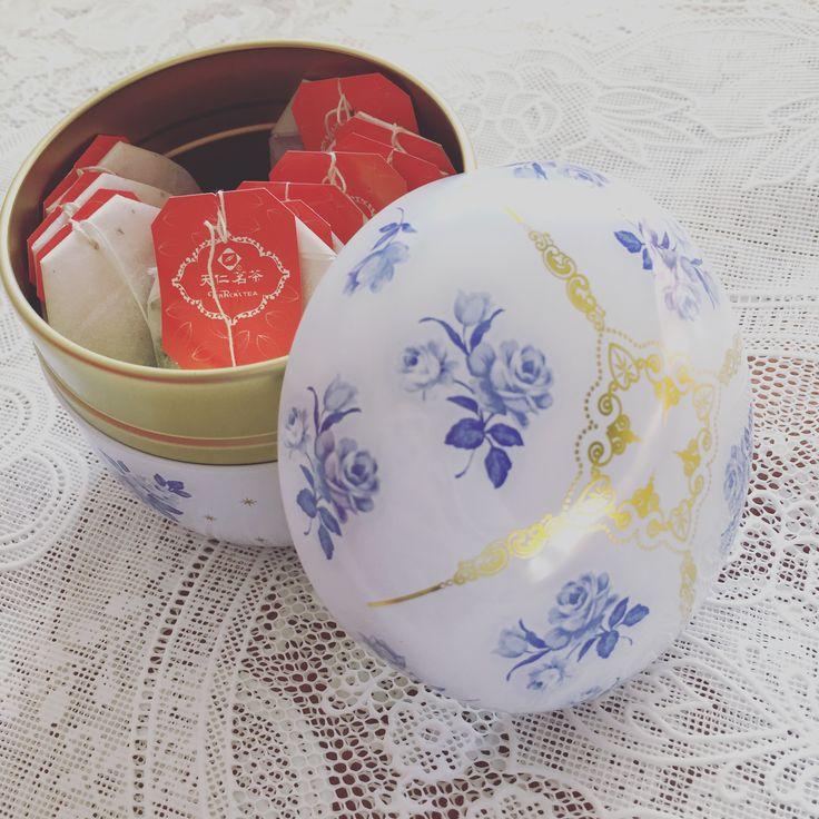 天仁茗茶(ten ren's tea) 登頂烏龍茶。台湾でここのお茶(茶葉)を買って美味しかったのと、入れ物が素敵だったから、神戸の店舗で購入。しかし…すっごい薄い!ティーバッグをずっと入れっぱなしにしていて、ちょうどいいくらい。それで、飲みなれた烏龍茶の渋みが出てくる。茶葉ならもっと美味しいのか、台湾で買ったらもっと美味しいのか、ここの登頂ウーロンはこういうものなのか…ちょっと失敗。