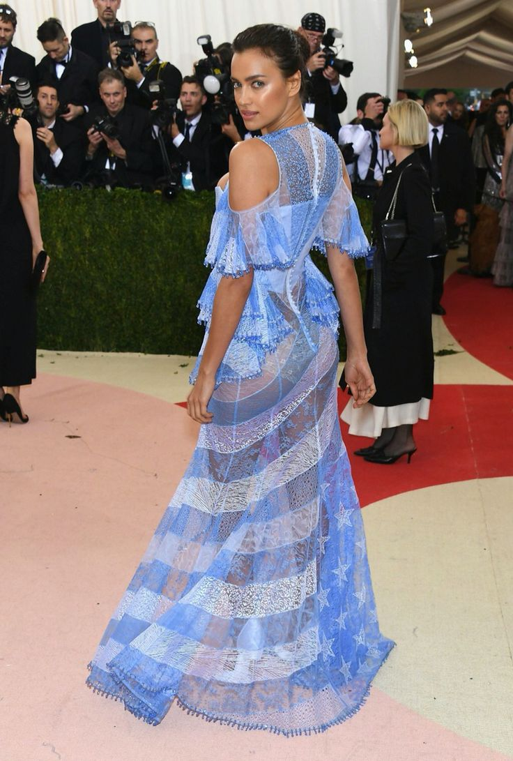 """Irina Shayk (Bradley Coopers' gf) in Givenchy Haute Couture 