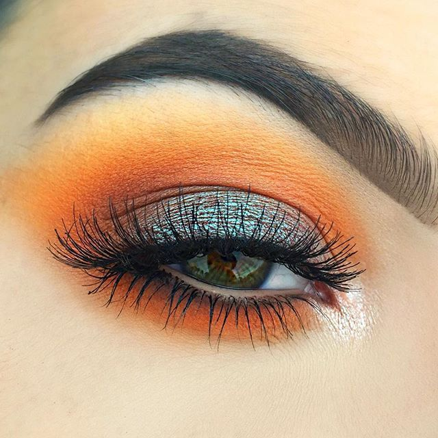 @makeupgeekcosmetics Peach Smoothie, Chickadee & Cocoa Bear in the crease & In The Spotlight foiled shadow in the inner corner • Makeup Atelier orange shadow & @chichicosmeticsofficial orange shadows from the OMFG palette in the crease • @makeupgeekcosmetics Insomnia loose pigment all over the lid • Red Cherry lashes #415