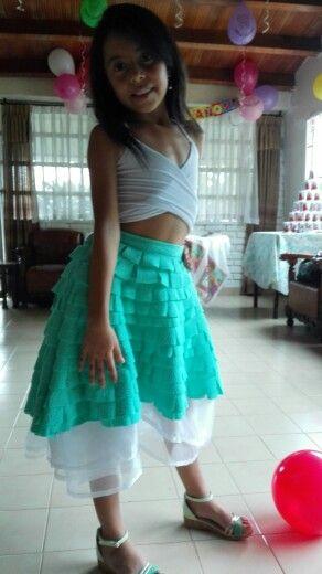 Top crop y falda con cortes
