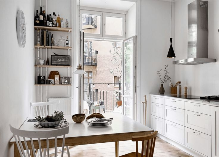 Kitchen in white and blue - via Coco Lapine Design