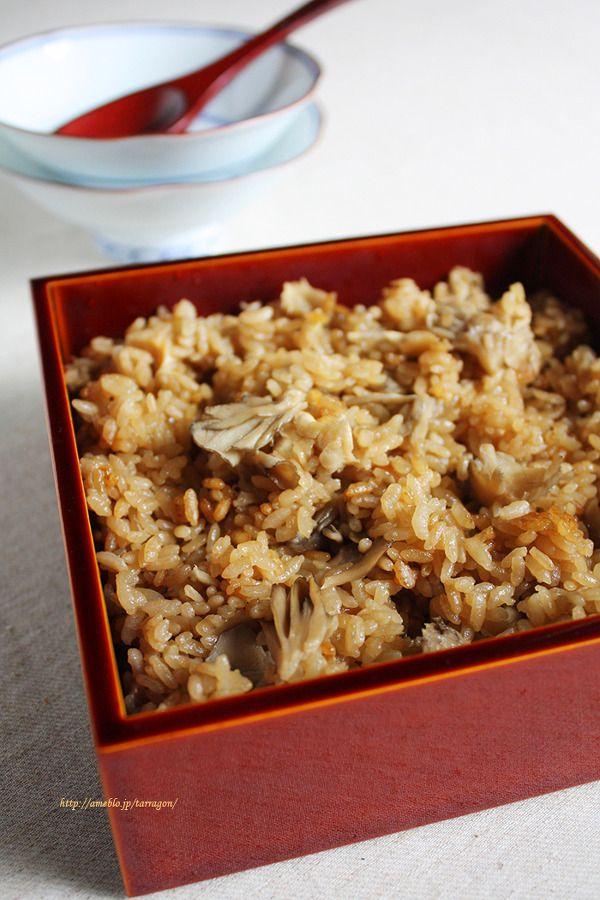 旨味がぎゅっとオイスター舞茸ご飯 by タラゴン (奥津純子) / お出汁なし、オイスターソースと舞茸の旨味で驚くほど美味しい炊き込みごはんに。残った翌日は焼きおにぎりできまり。 / ナディア