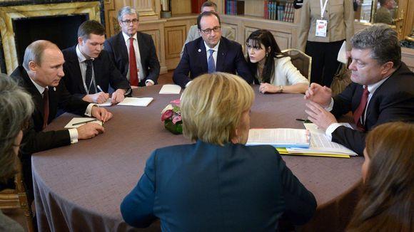 Ukraine peace: Vladimir Putin to discuss with Francois Hollande, Angela Merkel and Petro Poroshenko by phone  Read more: http://www.bellenews.com/2015/02/08/world/europe-news/ukraine-peace-vladimir-putin-discuss-francois-hollande-angela-merkel-petro-poroshenko-phone/#ixzz3R8pdVJbL Follow us: @bellenews on Twitter   bellenewscom on Facebook
