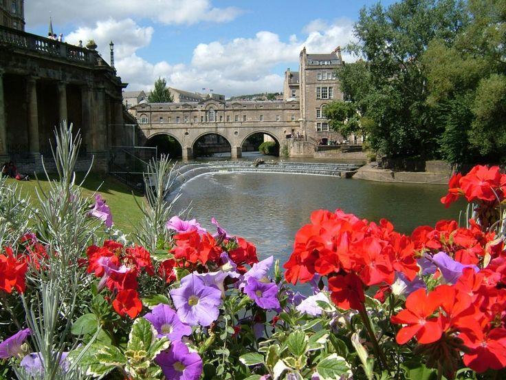 http://www.thejigsawpuzzles.com/Bridges/City-of-Bath-England-jigsaw-puzzle?cutout=150 piece Classic