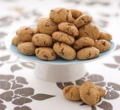 Biscotti autunnali con uvetta e nocciole. Ricetta di Giuseppe Capano. Tratta dalla rivista Cucina Naturale.