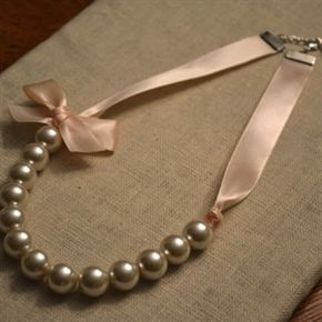 Sabrina: beautiful pearl and ribbon necklace with bow - 40 ribbon colors available