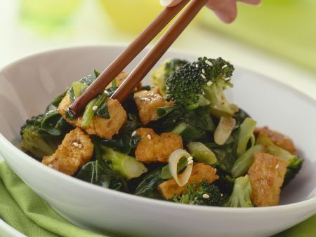 Knuspriger Tofu mit Brokkoligemüse