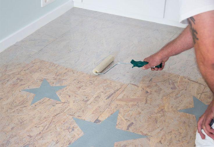 osb platen vloer schilderen met een gkleurde witte beits