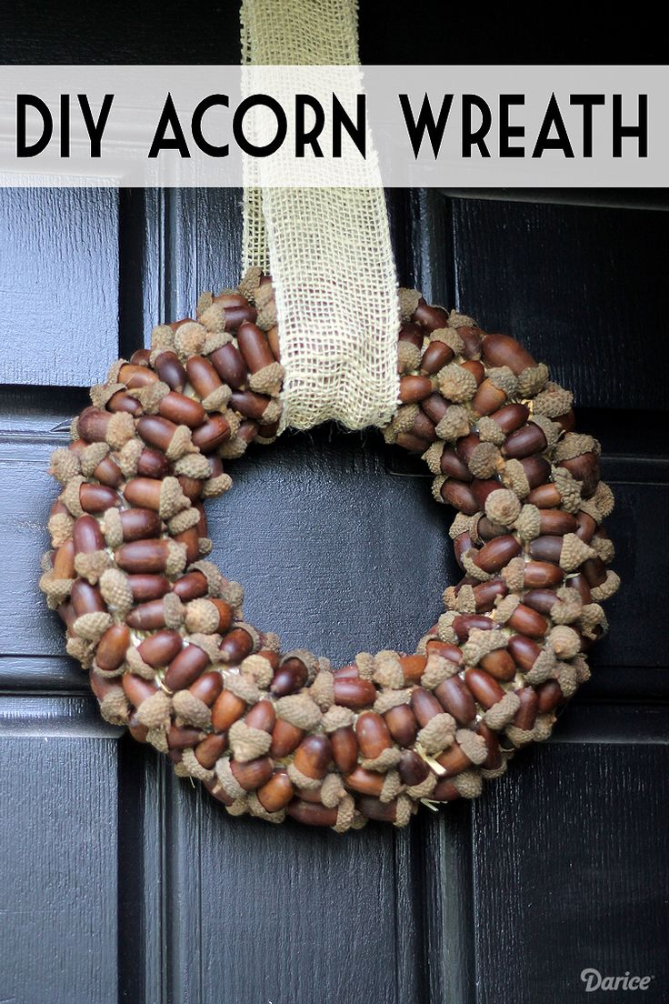 Create your own DIY fall wreath with acorns and burlap to add to your fall decor. It's a simple project that makes for a striking statement piece!