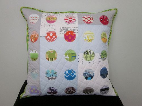 circle cushion: Quilts Patterns, Circles Pillows, Sota Handmade, Circles Cushions, Fabrics Scrap, Scrap Republic, Scrap Fabrics, Bright Pillows, Beautiful Pillows