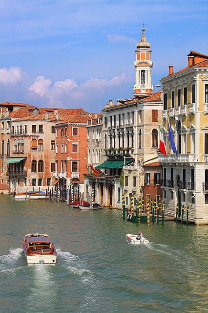 You'll see this view on a cruise excursion in Venice: Ponte di Rialto, Grand Canal,Venice, #Italy