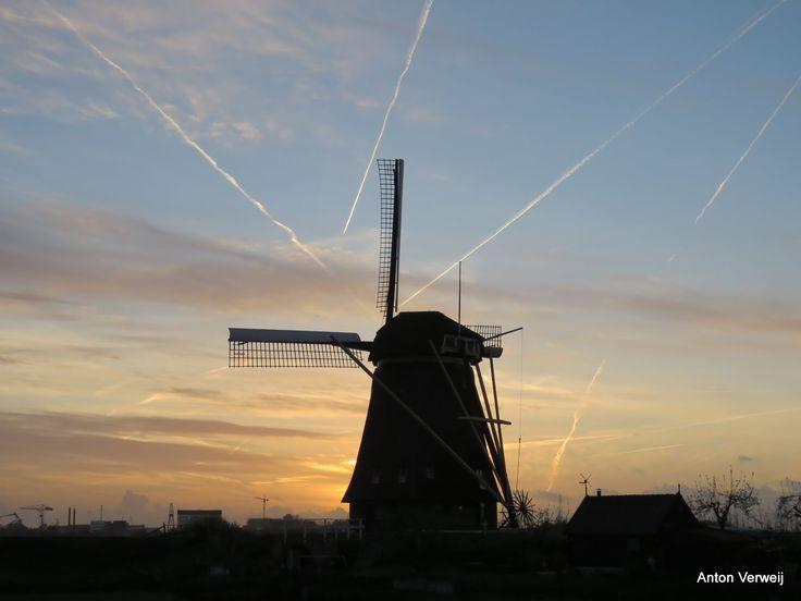 Zonsondergang bij de Hoge Boezem ... http://godisindestilte.blogspot.nl/2017/04/zonsondergang-bij-de-hoge-boezem.html