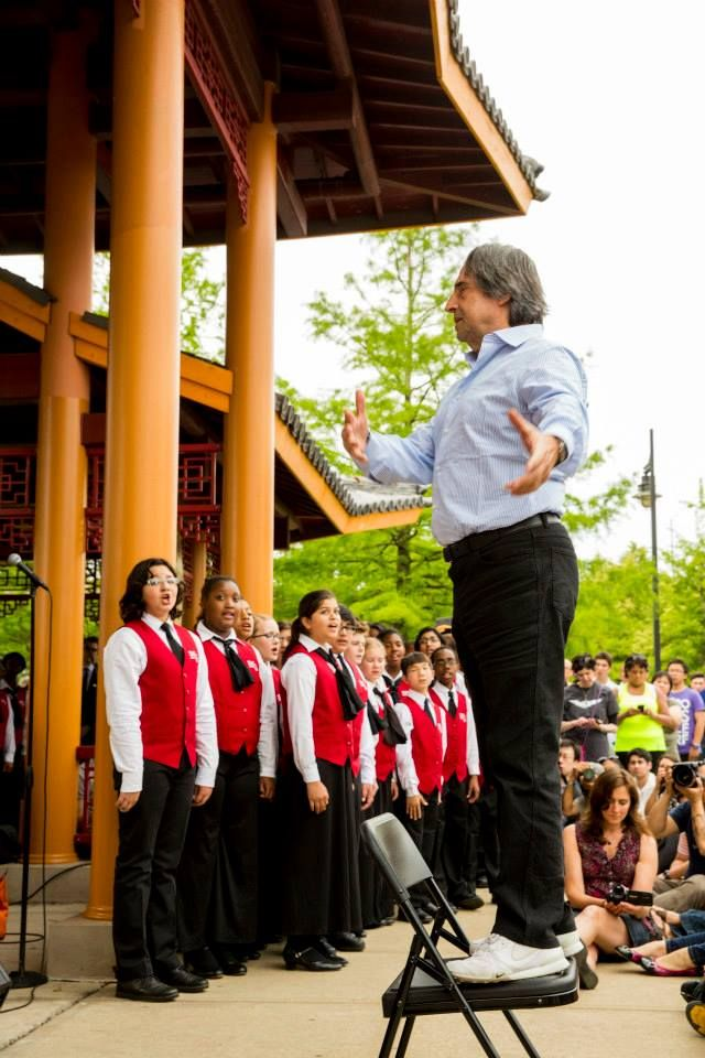 """CSO Music Director Riccardo Muti leads the Chicago Children's Choir in Verdi's """"Va, pensiero"""" at """"Shall We Gather at the River,"""" the culminating event of the CSO's Rivers Festival in Chinatown's Ping Tom Memorial Park."""