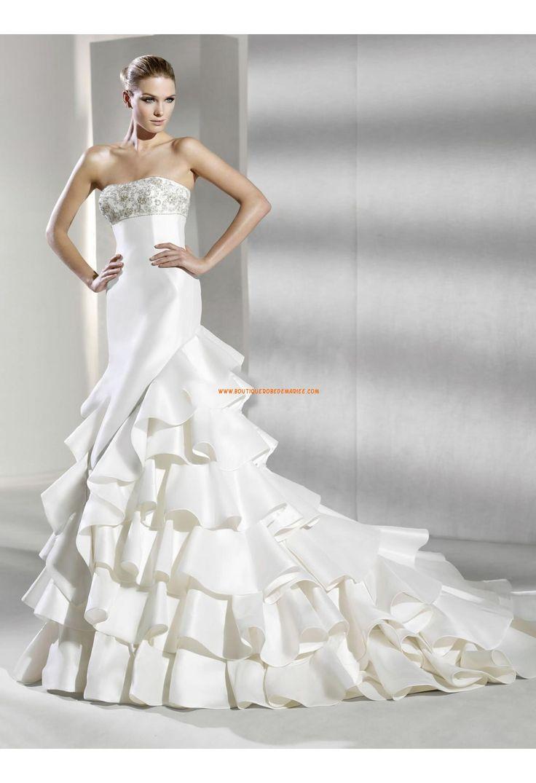 Belle robe de mariée satin volants bustier perlé