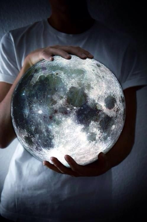 Moon - Luna -Tell me the story about how the sun loved the moon. - from Sem título