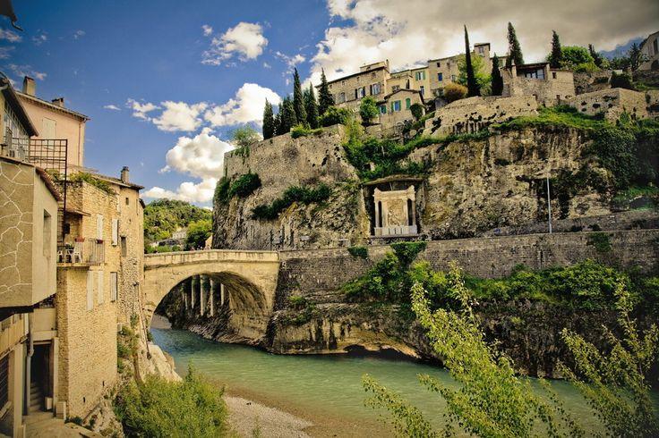Le pont romain de Vaison-la-Romaine #tourismepaca #vaisonlaromaine #pont #romain #village