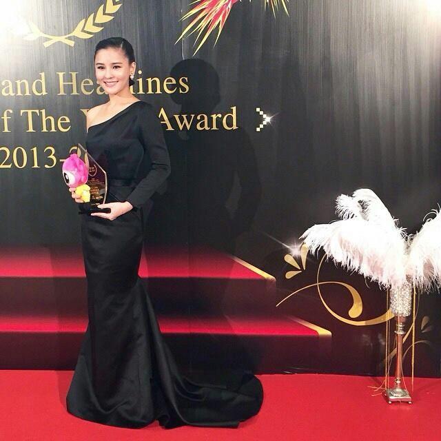 "Mangu magazine & sina weibo ""THAILAND for Headlines person award 2013-2014"""