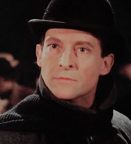 i had to do a gifset after that ask the blue carbuncle granada holmes sherlock holmes jeremy brett david burke also i'm so proud of the last gif :> i did this//