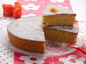 Gâteau moelleux à la farine de pois chiche, à l'huile d'olive, parfumé à l'orange et à l'amande