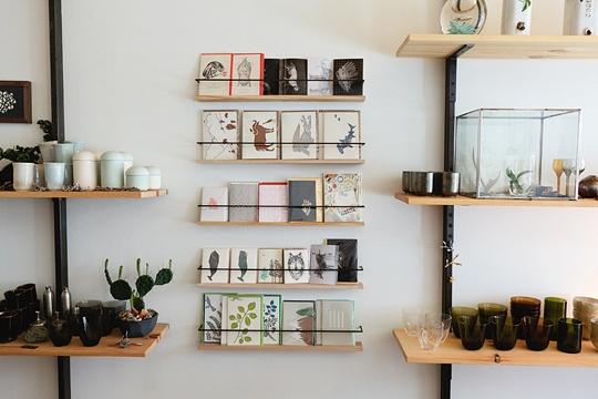 still house ++ kinfolk {via @Jessica Comingore . photography: @Alice Gao}Shops Shelves, Kitchens Shelves, Kitchen Shelves, Adjustable Shelves, Shelves Display, Offices, Book Shelves, House, Storage Ideas