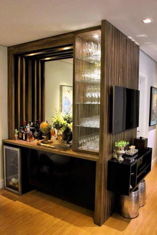 Cristaleira em nogueira, com pórtico e espelho, também tem adega pra completar o espaço de receber os amigos para tomar um bom vinho.  by dudi duarte interiors