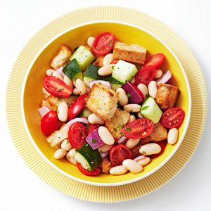toasted bread 'croutons', white beans, cucumber, grape tomatoes, red onion, basil, lemon juice, and olive oil. mmmm.: White Bean Salads, White Beans, Healthy Lunch, Lunch Recipes, Panzanella White, Beach Bodies, The Beach, Boot Camp, Camp Diet