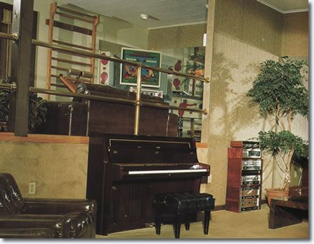 Elvis was in this building just hours before his death on Tuesday, August 16, 1977. He had been out for a late-night dental appointment and came home shortly offer midnight. Elvis, his girlfriend Ginger Alden, along with his cousin Billy Smith and wife Jo played a few light-hearted games, then relaxed in this lounge around the piano. Elvis sat at this upright piano on that last day and played and sang.