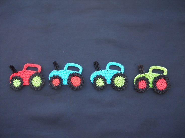 Mais peças para meninos... desta vez são tratores em croché. Eles adoram!!!  :)