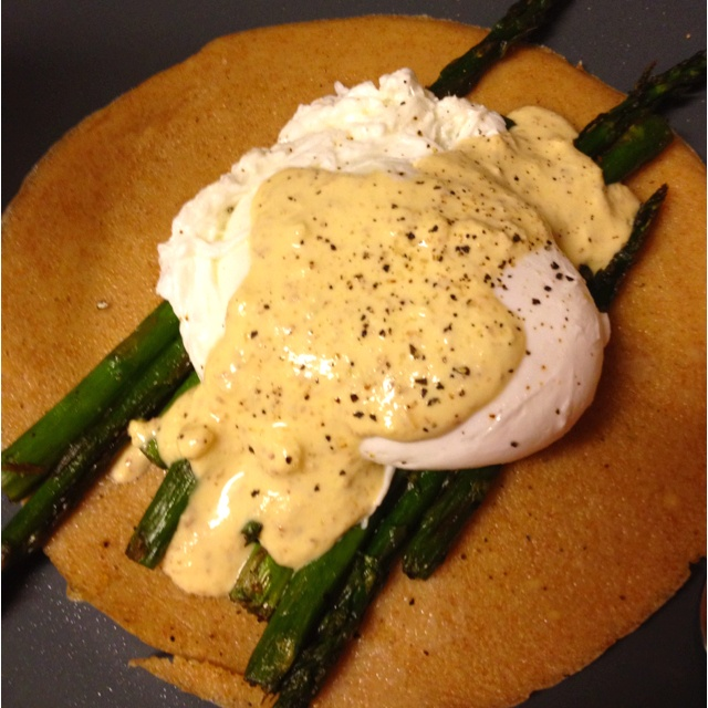 The (almost) vegan version of my Asparagus Benedict... (for Bryan)... Plus it's much prettier :)