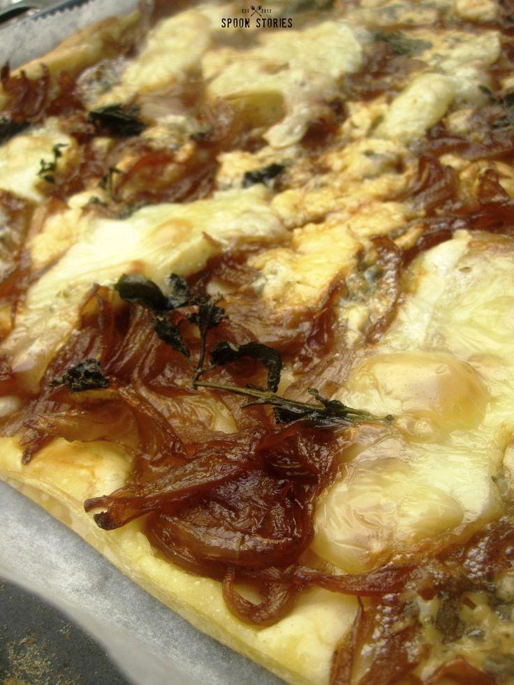τάρτα με καραμελωμένα κρεμμύδια , γκοργκοτζόλα και μπρι -caramelized onion tart with Gorgonzola and brie