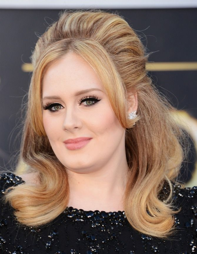 This artist has come to be recognized for many things: her voice, her meaningful lyrics, her uncanny abilities at carpool karaoke and of course, her cat eye. The Cut interviewed one very important person, makeup artist Michael Ashton, and came to find the secret to Adele's infamous cat eye. As you