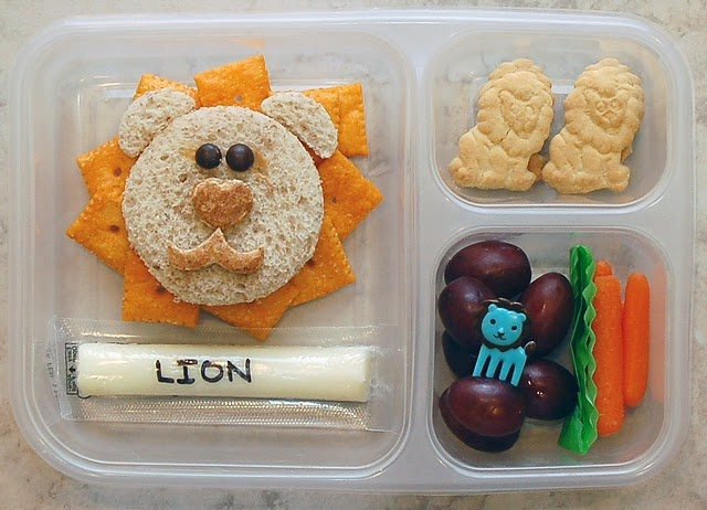 L is for..... Lion    Wish I knew how to pin all these adorable lunches!