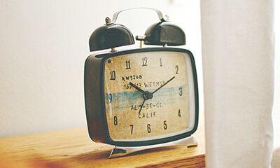 【楽天市場】目覚し時計【Tercilla [ テルシア ] 】時計|目覚まし時計| ビーチテイストなグラフィックと四角いフォルムが特徴のベル時計。時計|目覚まし時計|おしゃれ|ナイトライト|とけい|目覚まし|可愛い|デザイン|ベル:ヒナタデザイン