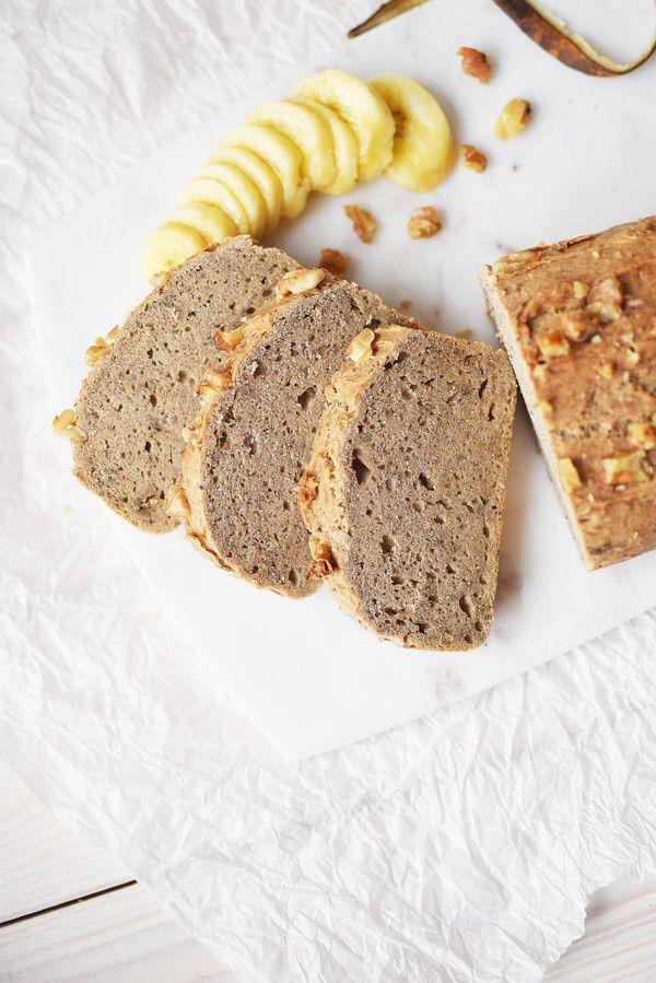 Glutenfritt bananbröd bakad utan tillsatt olja. ~ Gluten free banana bread baked without any refined sugars and oils.