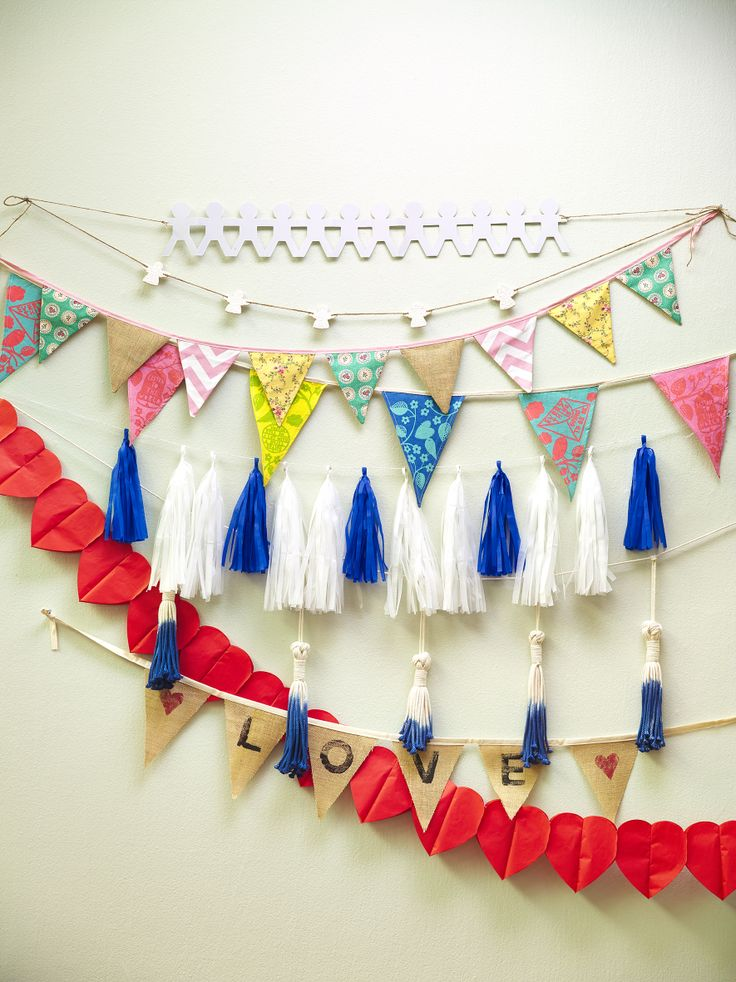 Festive Garlands - styled by LeAnne Yare. Photography by Melanie Jenkins. Your Home & Garden May 2014.